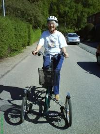 Vibeke med cykelhjelm